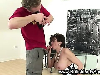 Lady Sonia is ready for close up bj