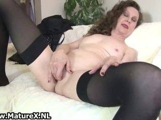 Experienced mom spreads her wet pussy