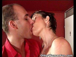 Highly sexed mom gets cumshot on her face